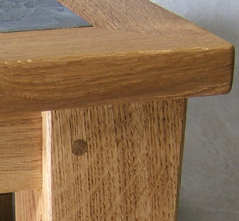 Oaktable showing wood pin joint